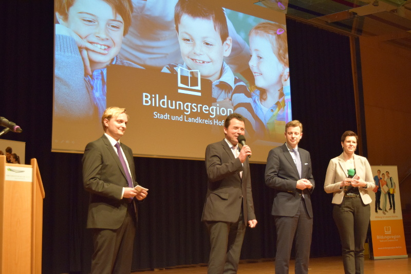 Moderator Rainer Krauß (Stadt Hof), Oberbürgermeister Dr. Harald Fichtner, Landrat Dr. Oliver Bär und Moderatorin Patricia Rubner (Landkreis Hof)