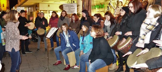 Band & Percussion-Gruppe spielen für einen guten Zweck